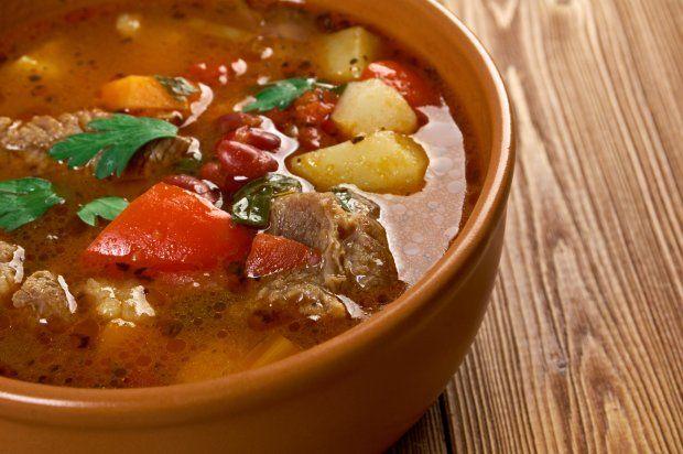 Суп с говядиной и сладким перцем