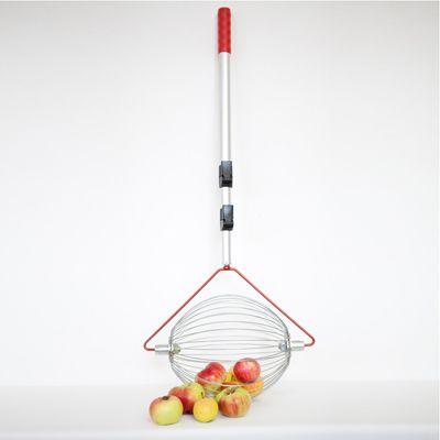 Het lijkt wel toverij: vegen als een bezem en alle appeltjes worden gevangen. Met de appelraper of appelroller raapt u gevallen appels op zonder te bukken. Geschikt voor 10 á 15 appels.  Deze appelraper is ook geschikt voor bijvoorbeeld tennisballen, denneappels, bramen, abrikozen, perziken.