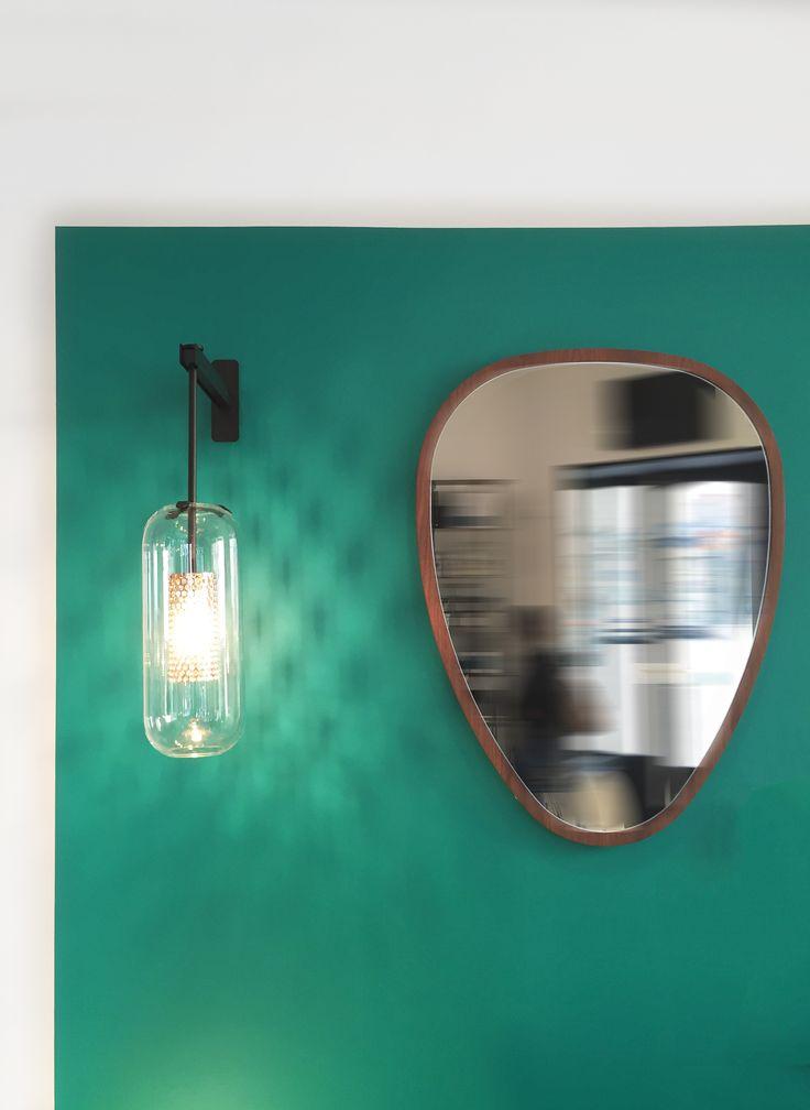 Mur peinture Diabolo, applique Vadim et miroir Ovo en noyer
