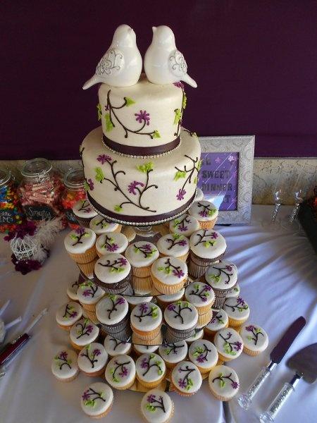 Garden Green Purple Cupcakes Wedding Cakes Photos & Pictures -