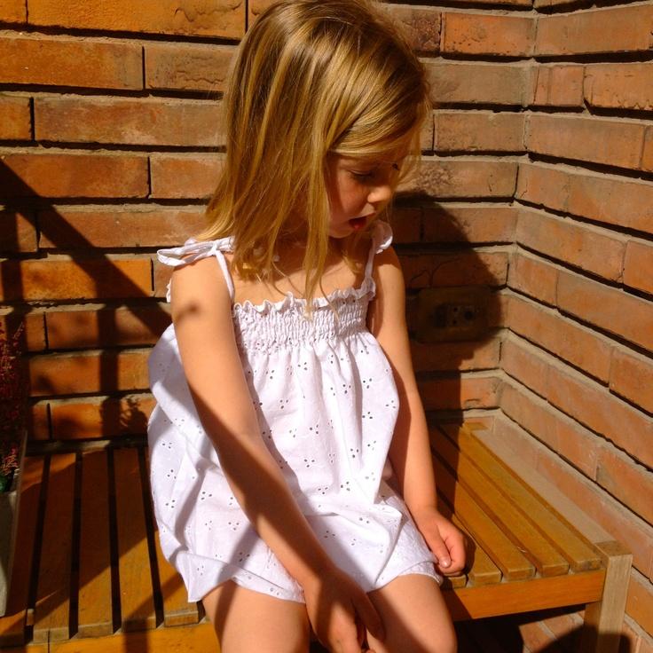 Vestidos frunces perforado.    www.macali.es