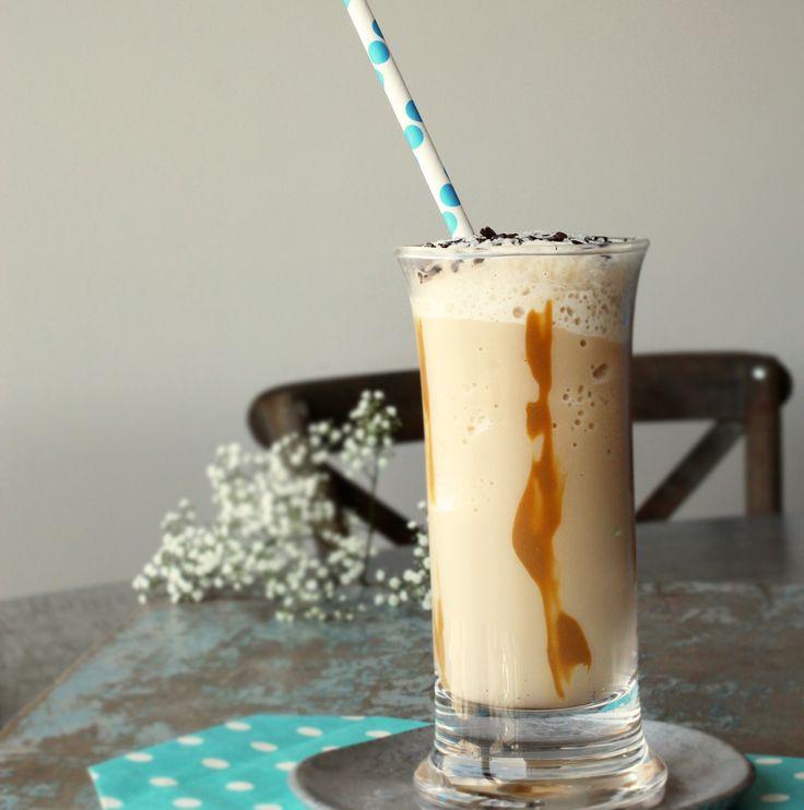 iskaffe med et strejf  af karamel