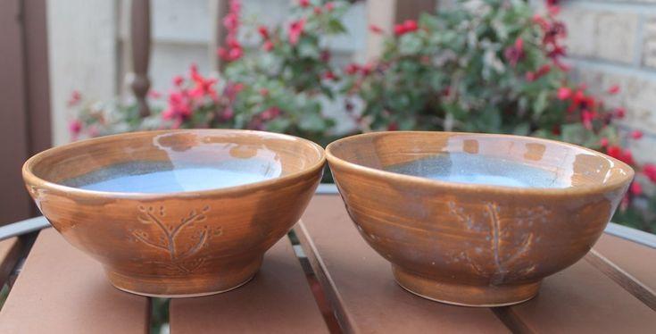 Tazones de helado de 2 ruedas lanzadas en gres pequeño Helado Marrón Azul Botánico OOAK   – anniesearthpottery.com