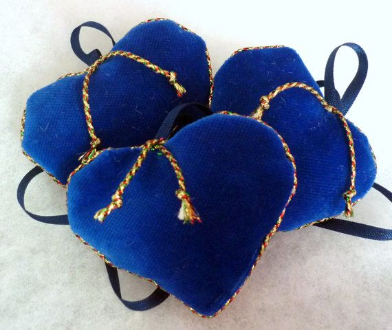 Various christmas velvet hearts 6 pieces by KatarinasChouse
