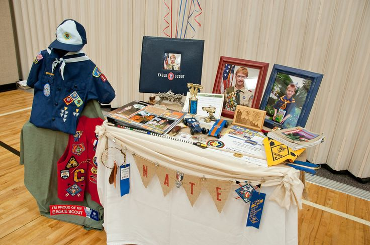 Eagle Court of Honor Display Table wish I had thought of this when my brother had his.