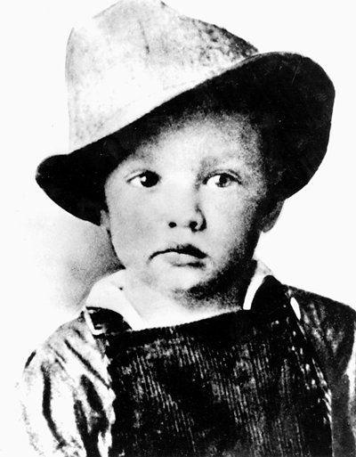 3- 1937 Elvis-As-A-Child-elvis-presley