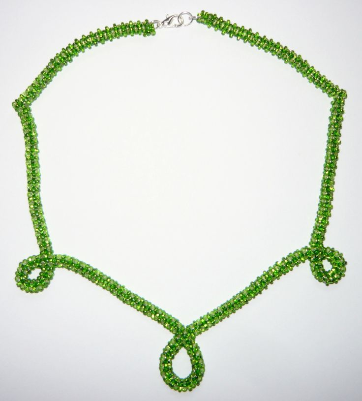 Jarní kapky Šitý náhrdelník se zapínáním na karabinku ze zeleného rokajlu. Délka cca 44cm.