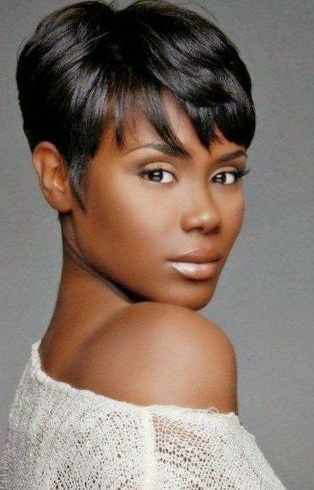 Kurze Frisuren für junge schwarze Damen