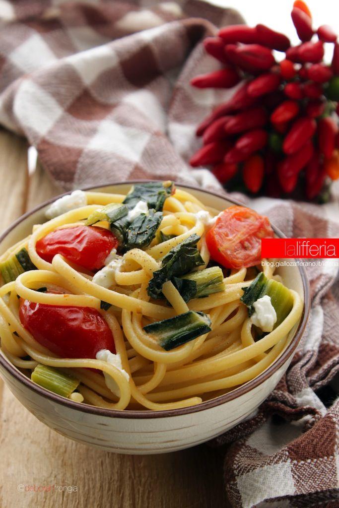 Pasta con cicoria e pomodorini