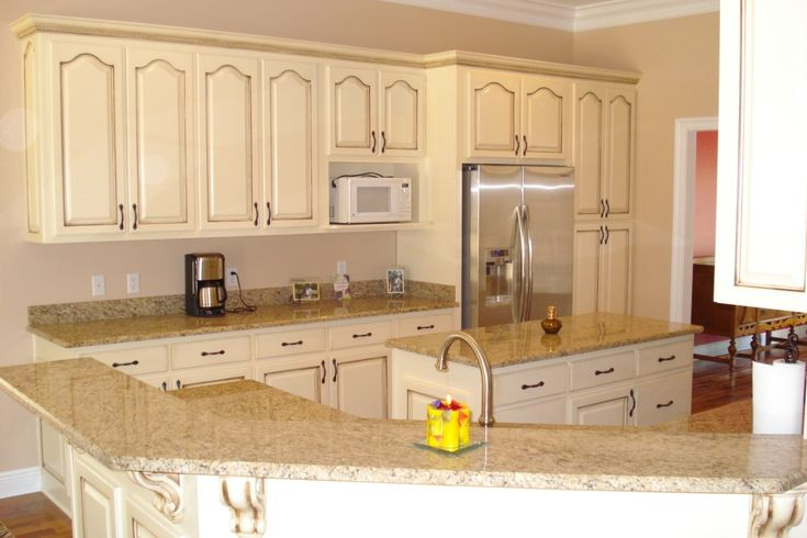 Refinishing with glaze and cream color kitchen cabinets home decorating - How to glaze kitchen cabinets cream ...