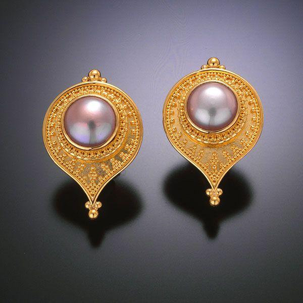 Zaffiro: earrings 22kt gold granulation pearl