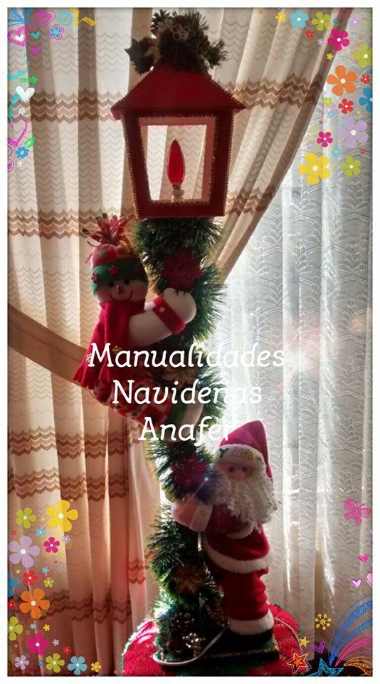 Hermoso farol de Nieve y Santa para decorar tu hogar.   Los muñecos están elaborados en tela polar y rellenos de napa siliconada. El farol...