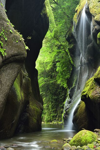 Yufugawa gorge, Oita, Japan 由布川渓谷 - So beautiful! I want to go here and just...absorb.
