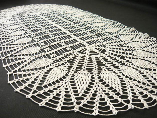 Table runner hand-made on crochet. #Tablerunner #crochet #MariAndAnnieArt