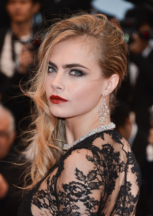 Obsessed with this hair and makeup from Cara Delevingne