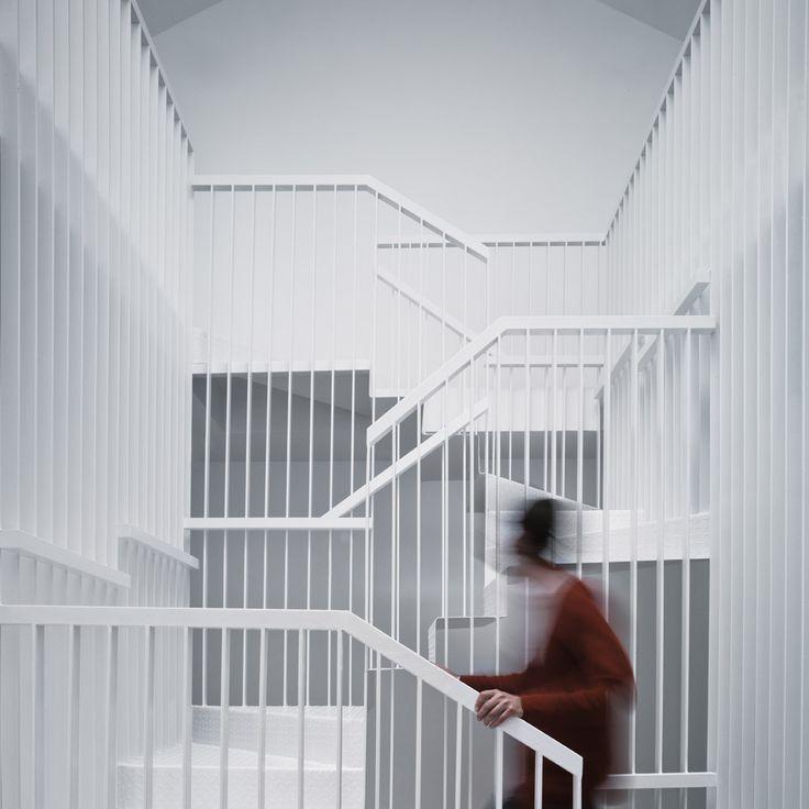 Casa con una Escalera Colgante / Francisco J. Nicolás Ruy-Díaz