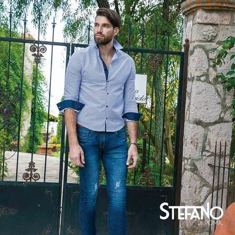 Modernos jeans con excelente calce para hombres. Nuestro catálogo te trae una moderna colección de pantalones para hombres y bermudas. Pantalones jeans o de mezclilla, jeans o pantalón fit, chinos o khakis. Moda, comodidad, estilo y un excelente precio. Encuentra el par de pantalones para hombres y bermudas perfecto para ellos.