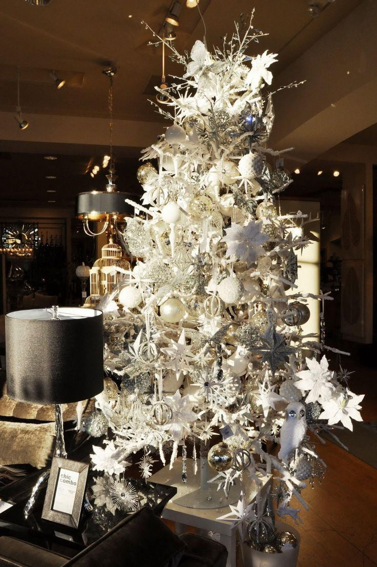 Silver And White Christmas Table Decorations Ideas With Luxury Ornaments