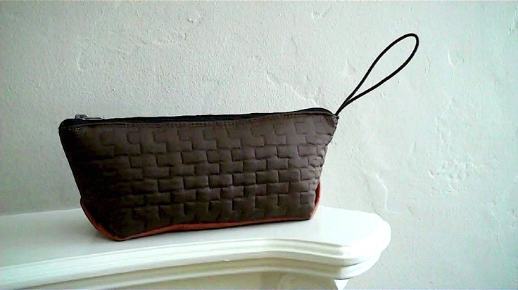 The Travel Pouch in Umber