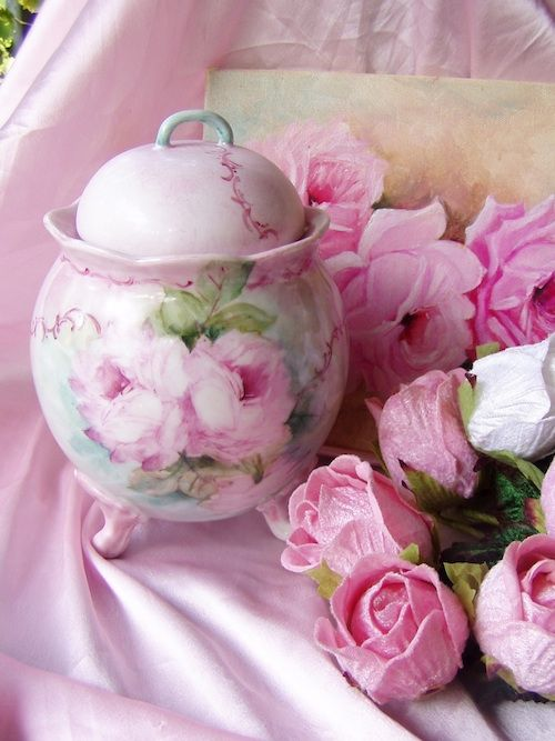 Stunning Pink Roses Covered Dresser Jar