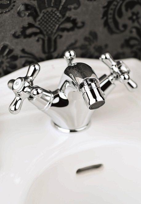 Rubinetteria Newport RB044 #GaiaMobili #Gaia #bathroom #bagno #bathroomideas #bath #madeinitaly #italian #bathroompics #architect #interior #interiordesign #bathroomideas #design #designer #taps #rubinetteria #faucets #faucet #rubinetto #style #styles #details #chrome #arredobagno #arredamento #classico #bagnoclassico #bidet