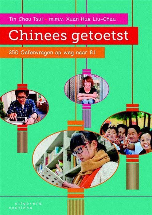 Chinees getoetst  Steeds meer mensen kiezen ervoor om Mandarijn Chinees te leren. Vanaf 2015-2016 kunnen vwo-scholieren er zelfs officieel eindexamen in doen. Hierdoor is er een grote behoefte aan oefenmateriaal ter voorbereiding op het examen.Chinees getoetst voorziet in deze behoefte. De bundel biedt 250 oefenvragen oplopend van ERK-niveau A1 tot en met A2. Alle vaardigheden komen aan bod: luistervaardigheid spreek- en gespreksvaardigheid leesvaardigheid en schrijfvaardigheid. De auteurs…
