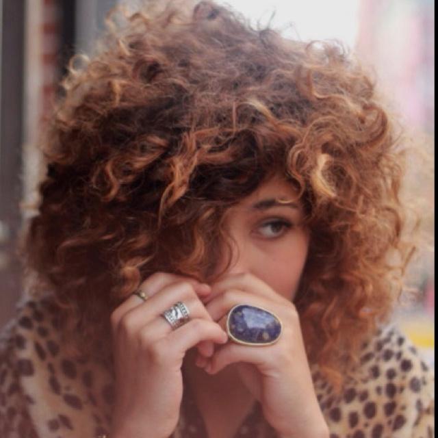 Natural curly hair, with caramel highlights. | Hair ...