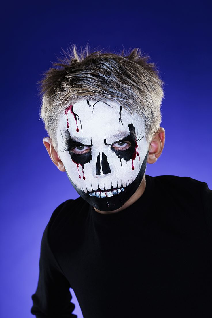 A ghastly monster face paint with only a few colours www.pandurohobby.com Halloween by Panduro #DIY #face #paint #dressup #facepaint #masquerade #skeleton