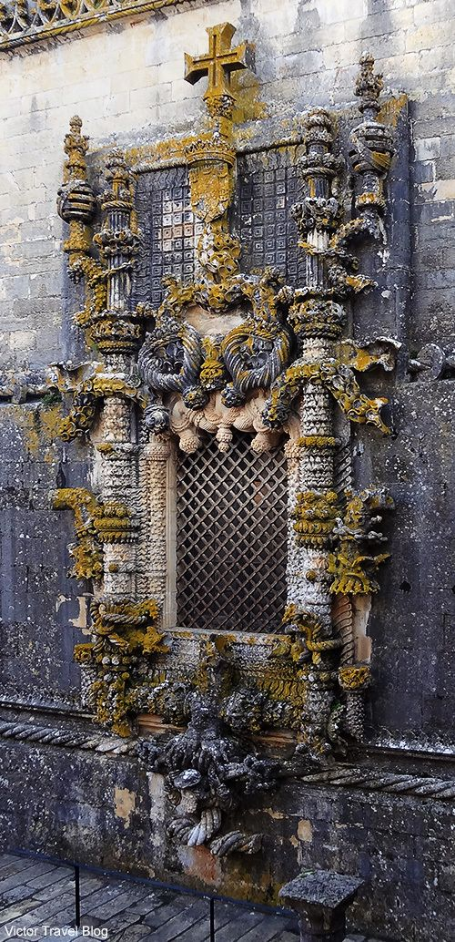 The famous Manueline-style window of the Convent of Christ in Tomar, Portugal. Please, read more about Templars of Portugal >>> https://victortravelblog.com/2014/06/10/castles-knights-templar-in-portugal-history/