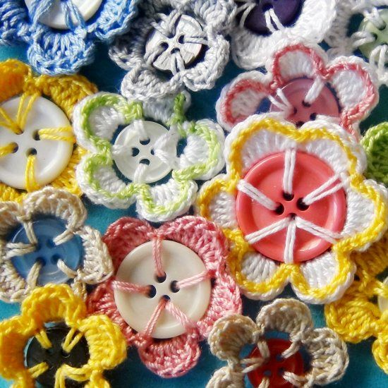 How to make a crochet flowers with recycled buttons. Photo Tutorial and Pattern…