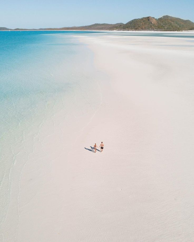 Life is nothing but a long walk on the beach...    📸 @thesweetdreamers   #lovewhitsundays #thisisqueensland #seeaustralia