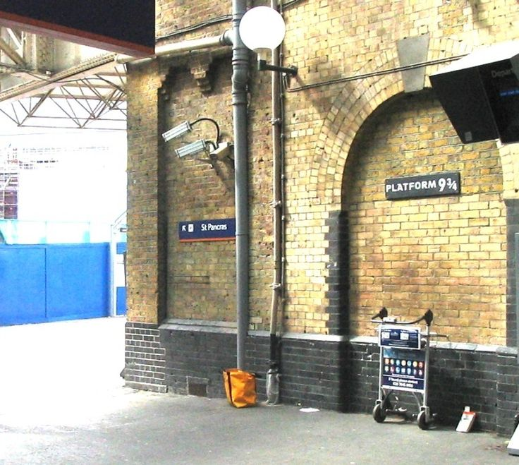 Kings Cross Station 9 and 3/4 from Harry Potter    I MUST SEE THIS BEFORE I DIE!!!