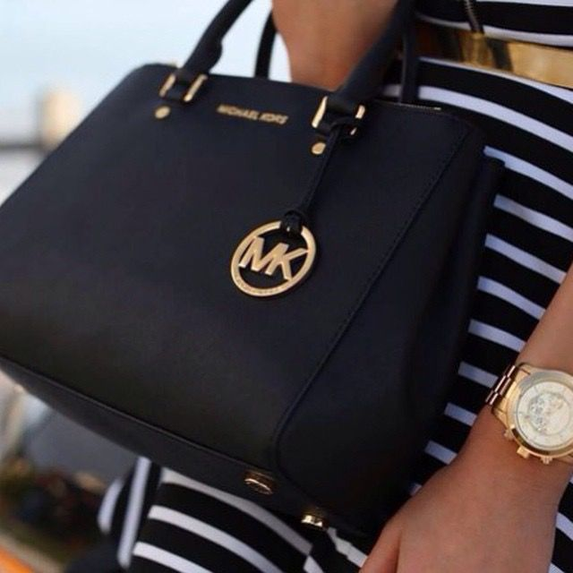 How much is they pay for Michael kors employees - answers.com