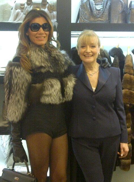 Florencia de la V con Graciela Pagliuca  desfile en buenos aires local patio bullrich breeders furs pieles