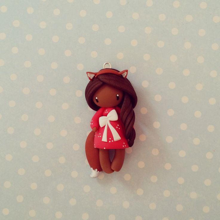 Collier Petite fille renard - brune en rouge : Collier par madame-manon