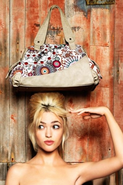 Desigual women's New Tokyo Dominica bag from the 100% Desigual line. With its classic Desigual print and cream coloured detailing, this is the perfect bag for adding a touch of Desigual to your look.