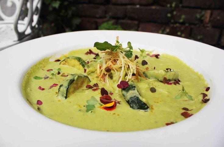 Crema Zucchini y Puerros para empezar este martes un poco frio en Bogotá! Esta semana atenderemos en nuestro horario habitual, los esperamos! www.daniel.com.co/menu