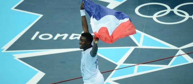 Le handballeur Luc Abalo, qui a marqué le dernier point français, à 40 secondes de la fin, célébre la victoire de son équipe, le dernier jour des Jeux.