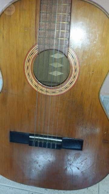 http://class.posot.es/segunda-mano-antigua-guitarra-sentchordi-hermanos-valencia/