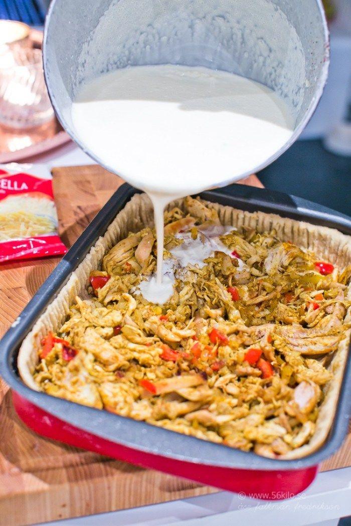 Jag älskar paj och jag älskar kyckling och jag älskar curry! Då är detta perfekt! ;) Eftersom vi är så många i vår familj så gör jag ofta pajen i långpanna, som HÄRoch HÄR. Detta blev sååååå gott så prova detta hörni! Kyckling-Currypaj i långpanna  Save Print Prep time 20 mins Cook time 25 […]