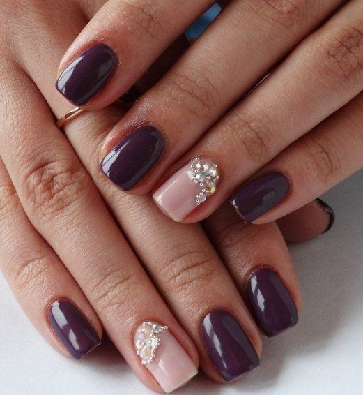 Shades of plum and milk caramel make this manicure chic, memorable. Softness shining tones with chocolate and pink glitter bases captivates at the first si
