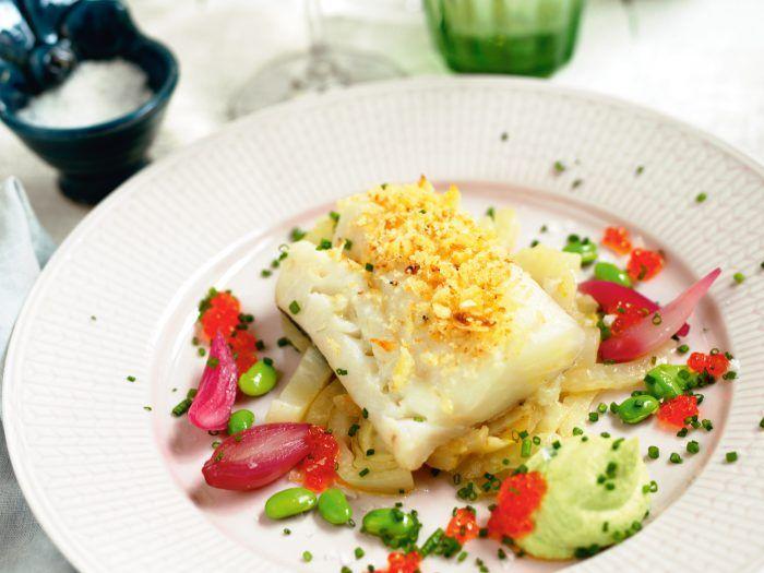 Rimmad torsk med vinbärsbräserad fänkål, sojabönskräm och forellrom