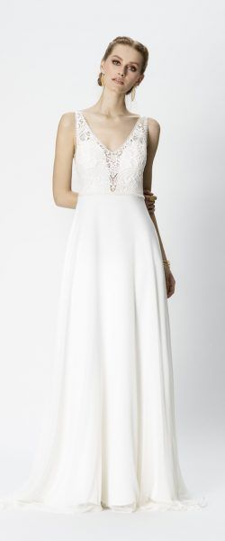gefunden bei Happy Brautmoden Brautkleid elegant, elegantes Brautkleid, Rembo Styling, Spitze, Spitzenkleid, edel, elegant, fließend, Rückenausschnitt, Hochzeitskleid, Vintage