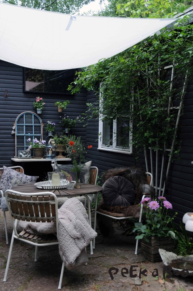 Terasse style at the end of summer by Peekaboo design. Get tips and tricks on how to be able to stay outdoor longer. http://blog.peekaboodesign.dk