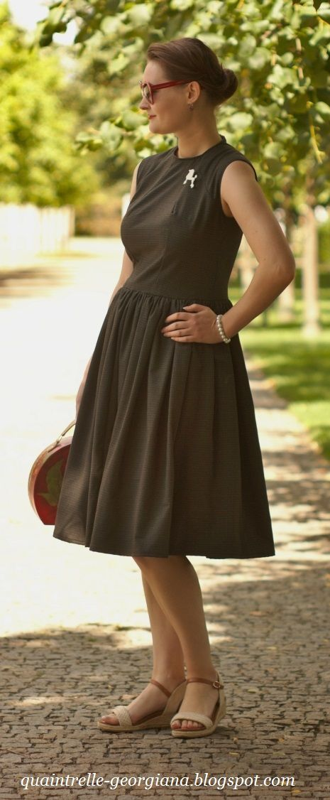 Handmade grey dress made by me, structured bodice is inspired by Cercei Lannister from the Game of Thrones, the voluminous knee-length skirt is classic 1950s   Czech fashion blog Georgiana Quaint   http://quaintrelle-georgiana.blogspot.cz/2017/09/grey-handmade-cercei-dress-video.html