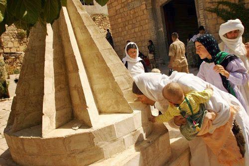 Kepercayaan Yazidi pada dasarnya berakar dari agama Zoroaster yang lahir di Mesopotamia sekitar empat ribu tahun yang lalu. Akan tetapi, seiring bergulirnya waktu, Yazidi menjadi sebuah agama sinkretisme, yaitu perpaduan...