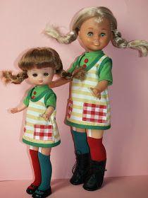 Pues estas son dos de mis niñitas haciendo de modelo, con estos trajes que me han encargado    Aquí con fondo de diferente color    Posand...