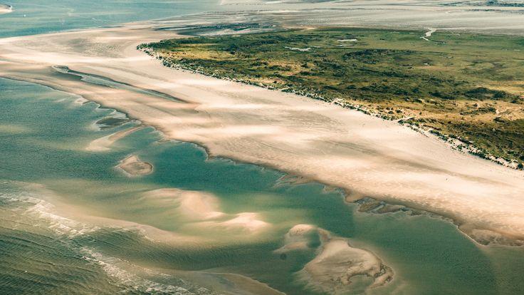 • Die Insel Norderney zählt zu den Ostfriesischen Inseln in der Nordsee • Sie gehört zum Bundesland Niedersachsen, Landkreis Aurich • Mit 26,29 Quadratkilometern ist Norderney nach Borkum die Zweitgrößte der Ostfriesischen Inseln