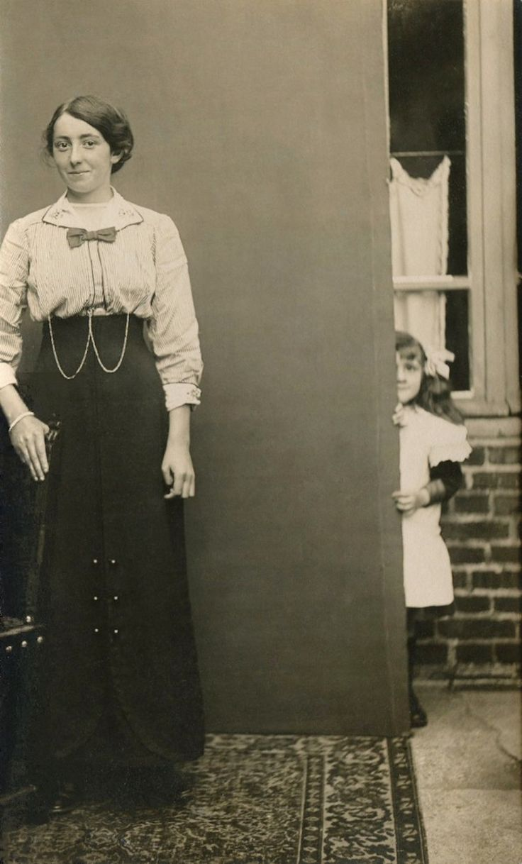 First known photo bomb.  circa - 1910