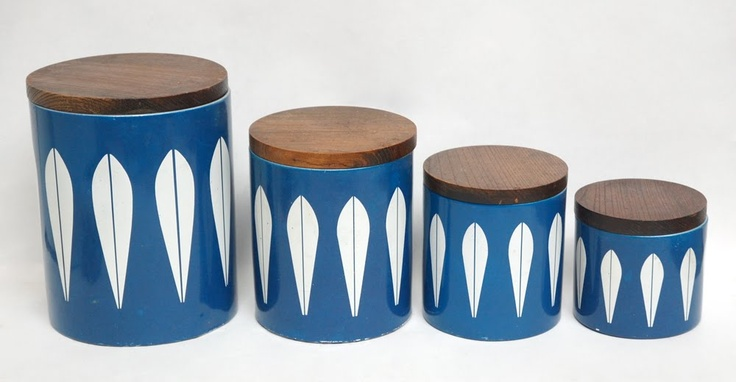 I would really love to find a set of Catherine Holm canisters.